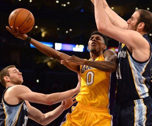 Nick Young sends sharp-shooting Los Angeles Lakers past the Milwaukee Bucks