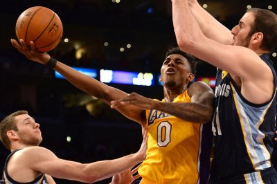 Nick Young sends sharp-shooting Los Angeles Lakers past the Milwaukee Bucks