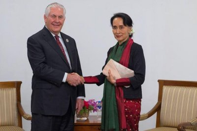 In Myanmar, Tillerson calls for investigation into Rohingya violence