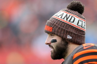 Browns QB Baker Mayfield hits Little League homer at softball game