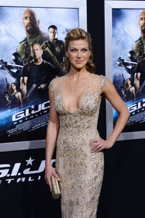 Palicki, Busey join 'Dusk Till Dawn' ensemble