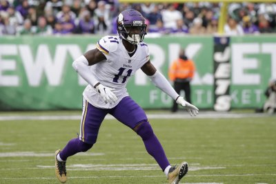 Minnesota Vikings re-sign WR Laquon Treadwell, place Chad Beebe on IR