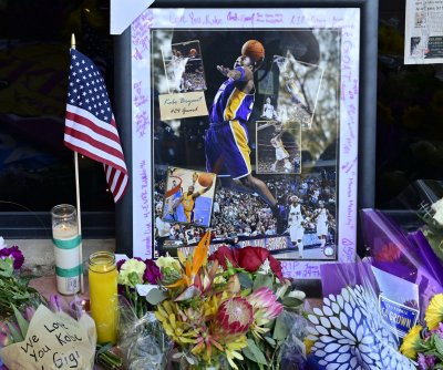 Sports world reacts to death of Lakers legend Kobe Bryant