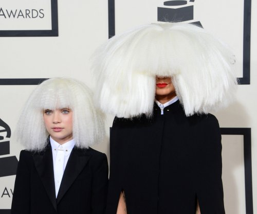 Maddie Ziegler joins Sia at the Grammys in platinum wig