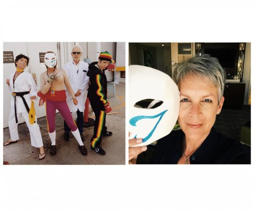 Jamie Lee Curtis wears 'Street Fighter' disguise to EVO