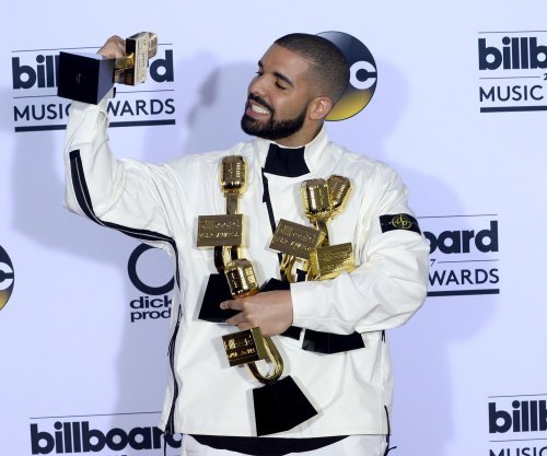 Drake named Top Artist at the Billboard Music Awards