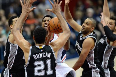 San Antonio Spurs dominate Atlanta Hawks