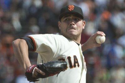 Matt Moore, San Francisco Giants shut down Cincinnati Reds