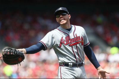 Braves' Freeman aims to play vs. Brewers