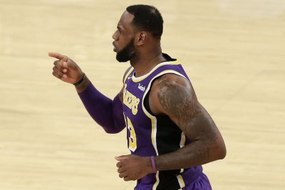 Lakers intend to start LeBron James at point guard
