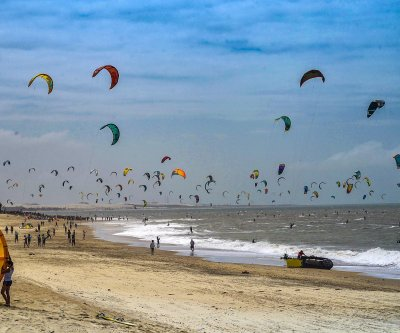 Nearly 600 kitesurfers break Guinness record at Brazilian beach
