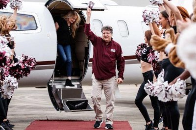 Mississippi State hires head football coach Mike Leach away from Washington State