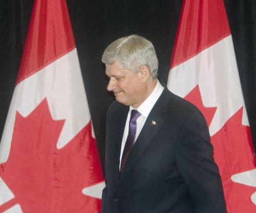 Canada PM Stephen Harper defends F-35 program