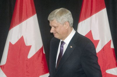 Canada PM Stephen Harper defends F-35 program