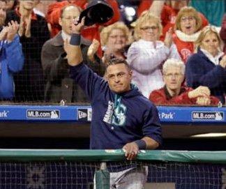 Carlos Ruiz hits 3-run double to lead Seattle Mariners over former team, Philadelphia Phillies