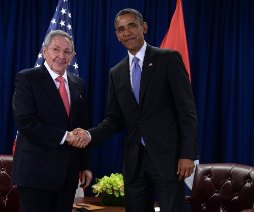 Obama, Castro meet at United Nations amid thawing relations