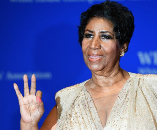 Aretha Franklin: Twitterverse explodes over lengthy national anthem