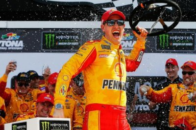 Logano steals win on final lap of Clash at Daytona