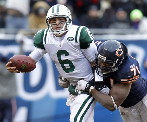 Chicago Bears sign QB Mark Sanchez to one-year deal