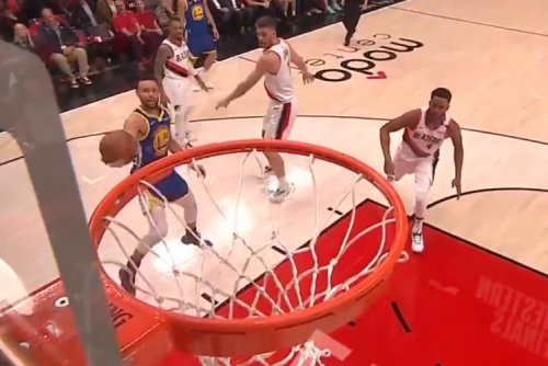 Golden State Warriors' Stephen Curry sinks difficult scoop layup in Game 4