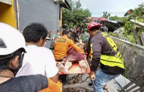 6.2-magnitude earthquake shakes Indonesia; at least 34 dead