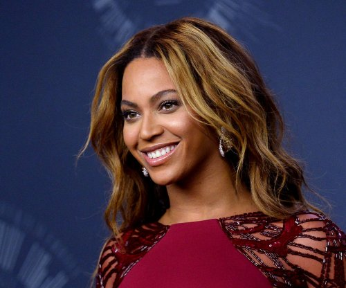 Beyonce signs 3 aspiring teens to her management company