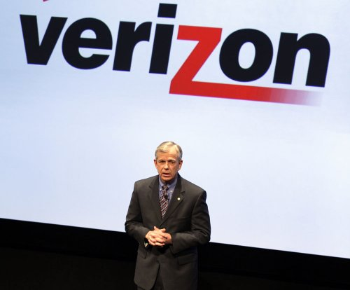 Verizon buys AOL for $4.4 billion in cash