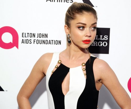 Sarah Hyland trips on stage at Teen Choice Awards