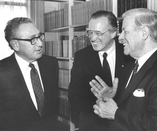 Helmut Schmidt, former West German chancellor, dies at 96