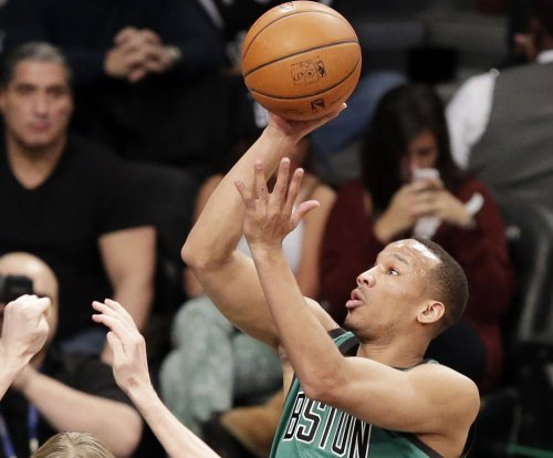 Boston Celtics stun Cleveland Cavaliers on Avery Bradley's 3-pointer at buzzer