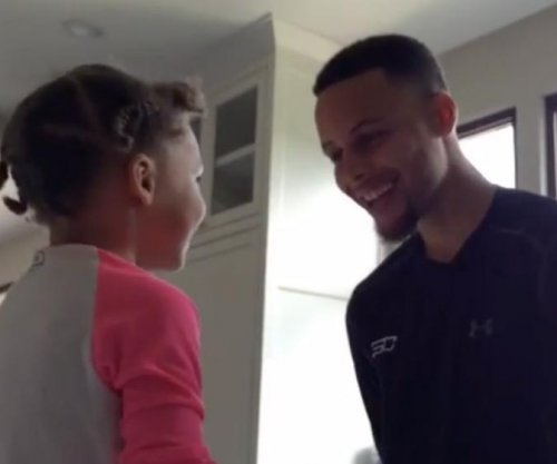 Riley Curry serenades Stephen Curry with Happy Birthday song