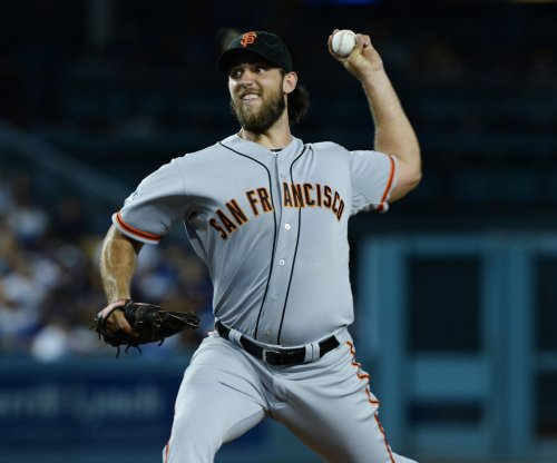 San Francisco Giants' Madison Bumgarner beats Atlanta Braves with arm and bat