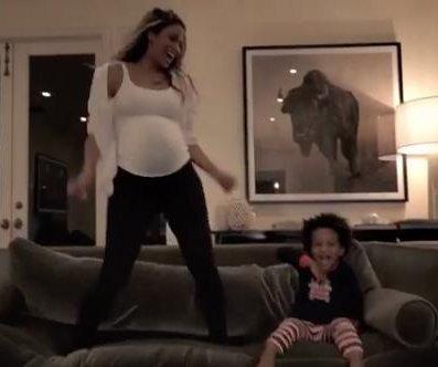 Ciara performs tribute to Whitney Houston while pregnant