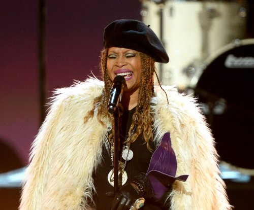 Erykah Badu to host 2017 Soul Train Awards
