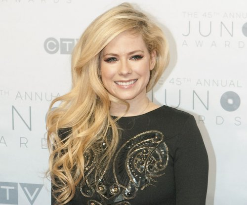 Report: Avril Lavigne dating son of Texas billionaire