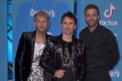 Matthew Bellamy, wife Elle expecting first child together