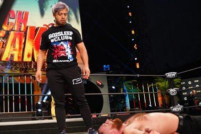 AEW Dynamite: Kenta appears, attacks Jon Moxley