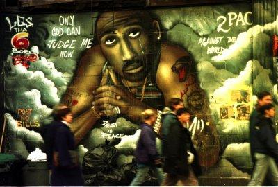 LA Times prints Tupac retraction