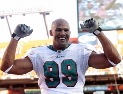 Investment banker sues ex-Dolphin Jason Taylor