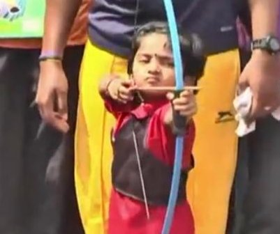 2-year-old Indian girl named youngest archer