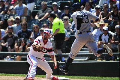 Chicago White Sox DH Adam LaRoche intends to retire