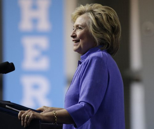 Super PAC suspends Hillary Clinton ads in states where she has big lead