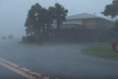 Hermine: Storm over Carolinas as Florida cleans up; 1 dead; 250K without power