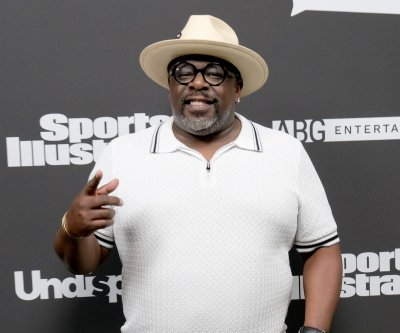 Cedric the Entertainer hosts comedy fundraiser for essential workers