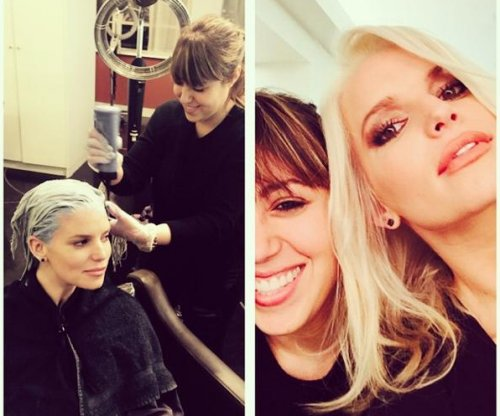 Jessica Simpson debuts platinum blonde hair
