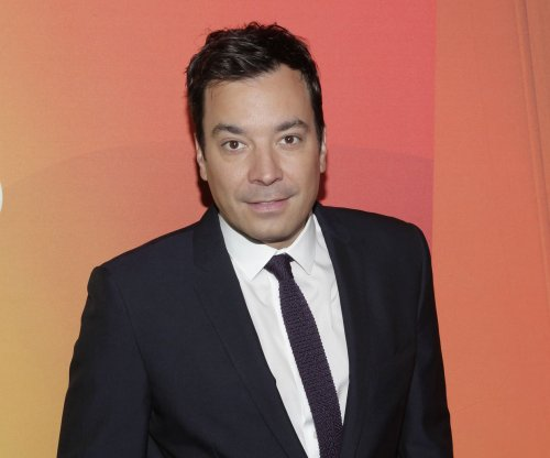 Jimmy Fallon lights up his house in Christmas-themed Golden Globes promo