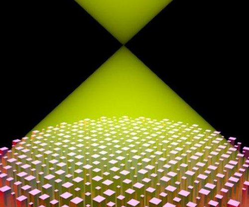 New flat lens capable of focusing a continuous bandwidth of colors