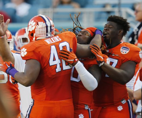 College football notebook: Clemson's defensive line dominates scrimmage