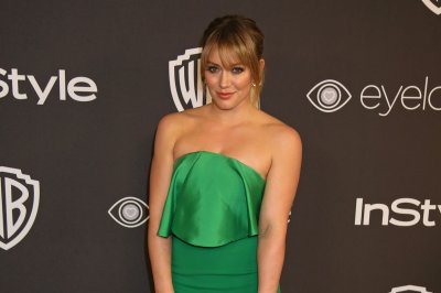 Hilary Duff announces birth of daughter; shares photo