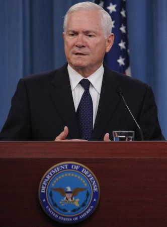 Gates prods China to restore military ties